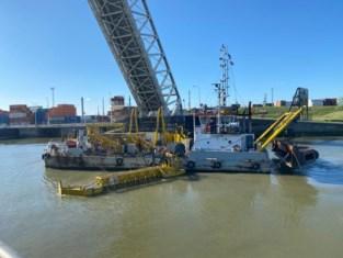 Twee grote sluizen in Antwerpse haven afgesloten door olielek