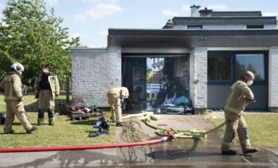 Grote schade in garage na brand, huis blijft gevrijwaard