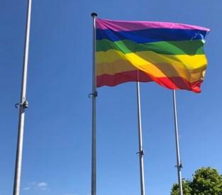Wachtebeke hijst de regenboogvlag