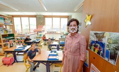 """Juf Greet draagt mondmaskers met doorkijkje, """"zodat leerlingen mijn mond kunnen zien"""""""