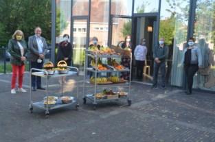 Dokter schenkt fruit aan woon-zorgcentrum zonder besmettingen