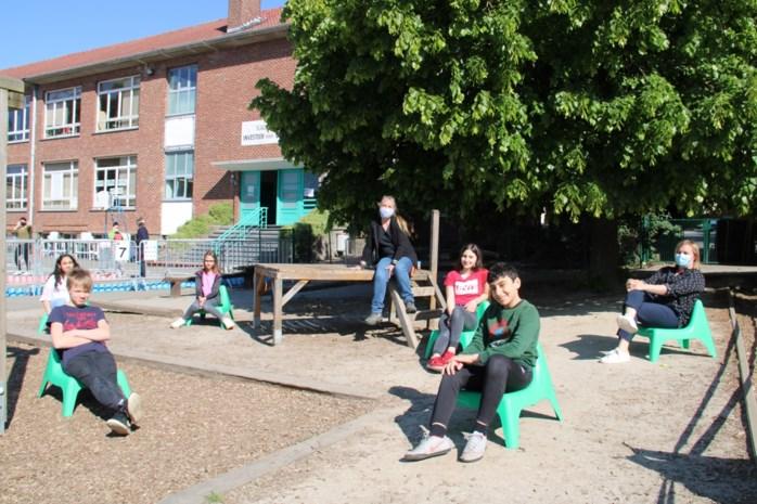 School spant twaalf speelzones af met linten