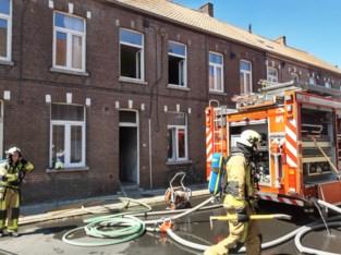 Vuilniszak vat vuur en veroorzaakt ernstige schade in rijhuis