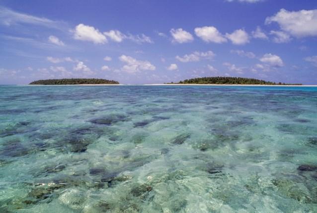 Vissers bereiken eilandje na zes weken ronddobberen met motorpech op Stille Oceaan