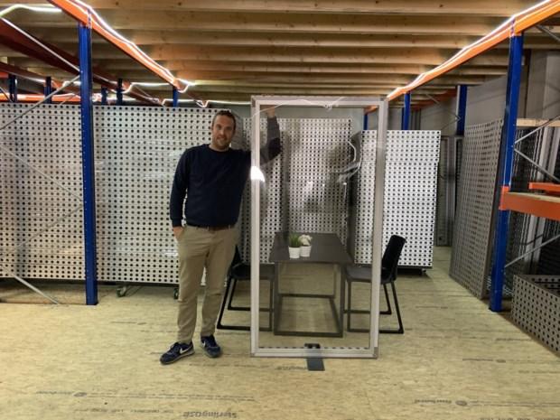 """Standenbouwer Kevin verhuurt nu 'kuchschermen': """"Ideaal voor horeca en scholen"""""""