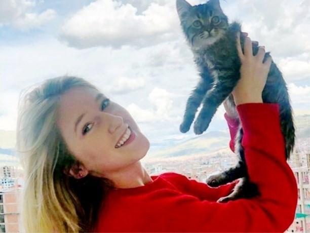 Zaak van Voedselagentschap tegen studente uitgesteld, katje Lee blijft voorlopig leven