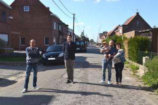 In deze straat smachtten ze al lang naar een grondige renovatie en nu de subsidies toegekend zijn, kan die eindelijk aanvangen