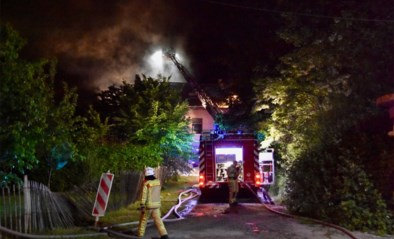 Vuur breekt uit in tuinhuis: pas gerenoveerde woning zwaar beschadigd