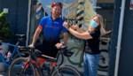 """Kris fietst 260 kilometer naar zijn favoriete kapster die voor de liefde verhuisde: """"Hij is compleet gek"""