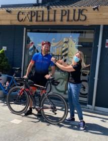 """Kris fietst 260 kilometer naar zijn favoriete kapster die voor de liefde verhuisde: """"Hij is compleet gek"""""""