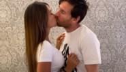 """Plots duikt overal filmpje op van een hartstochtelijk kussende Messi: """"Voor de wereld vergaat"""""""