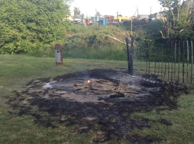 Brand gesticht achter gemeentehuis