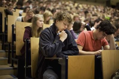 Geen overvolle aula's en minder klassieke examens: universiteit zal er na corona heel anders uitzien