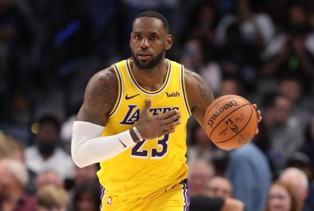 """Schokgolf in basketballand? """"NBA neemt na 37 jaar afscheid van Spalding-ballen en kiest voor concurrent"""""""