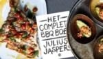 'Het complete BBQ-boek' telt meer dan 300 recepten. Wij testen er enkele uit