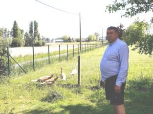 """Bart kiest voor opmerkelijke technologie om vossen weg te jagen: """"Ik dacht eerst dat ze gestolen waren"""""""