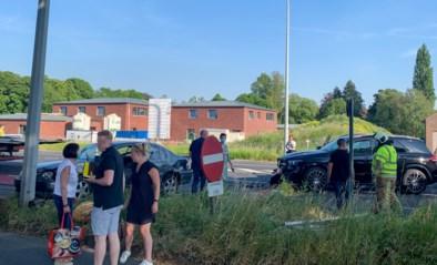 Twee gewonden naar ziekenhuis na ongeval