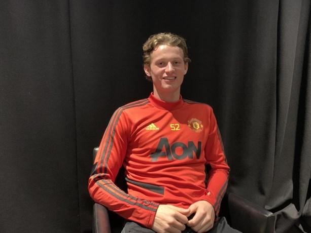 Anderhalf jaar geleden werd bij hem teelbalkanker geconstateerd, nu verlengt jonge verdediger contract bij Manchester United