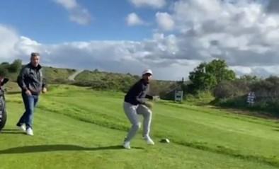 Vrouw moedigt vriend aan op de golfbaan, maar dat loopt verkeerd af