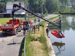 Brandweer haalt lammetjes uit het water