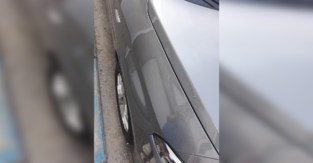 Klacht neergelegd nadat geparkeerde wagen wordt bekrast