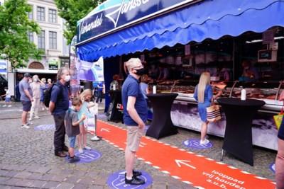 """Gentse Vrijdagmarkt bruist weer, maar regels volgen blijkt moeilijk: """"Ongelofelijk hoe brutaal bezoekers zijn"""""""