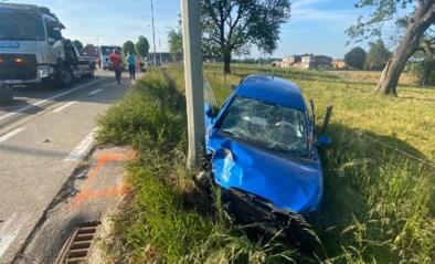Twee gewonden bij zwaar auto-ongeval