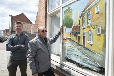 """Roger schildert kunstwerkjes op ramen: """"Bewoners met elkaar verbinden"""""""