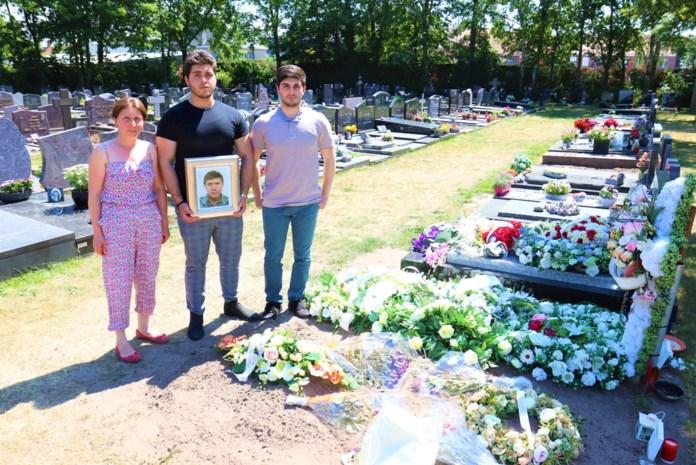 Weduwe reserveerde plaats in graf naast overleden echtgenoot, maar ontdekt nu dat er al iemand anders begraven ligt