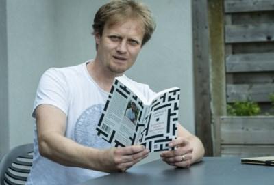 """Vlaming wint prestigieuze literatuurprijs voor boek dat hij op gsm schreef: """"Subtiel puntje-van-je-stoel-werk"""""""