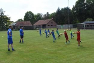 Jonge voetballertjes U10 Balen mogen weer trainen