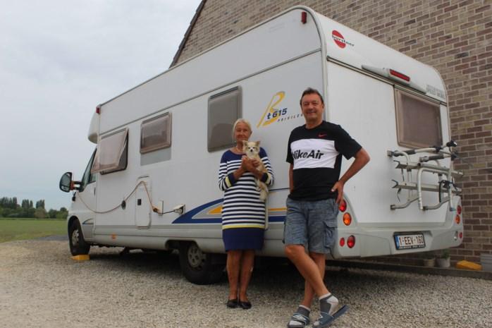 Alex (61) verhuisde inboedel al naar Spanje, maar mag land niet meer in door corona. Zijn kampeerwagen brengt al 55 dagen redding
