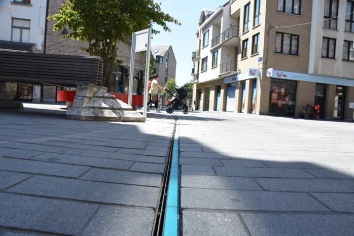 Blauw accent in straatstenen toont loop van Zenne