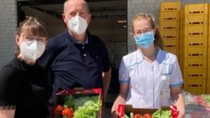 """Slaboer Erwin (55) herstelt van corona en schenkt niet toevallig 200 groentepakketten aan ziekenhuis: """"Het is echt een vuil beestje"""""""