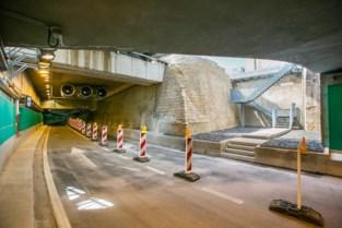 """Man rijdt achteruit door pas geopende tunnel in Antwerpen """"om gewelven te bewonderen"""""""