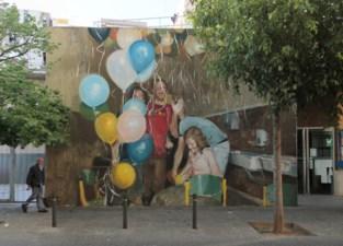 Kunstenaar vereeuwigt jouw oude foto op Moorseelse muur