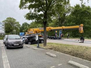 Antwerpsesteenweg urenlang afgesloten na brand van dieplader