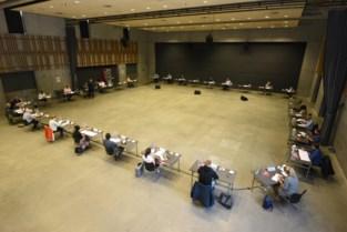 Pittig coronadebat tijdens gemeenteraad in Versluyscentrum