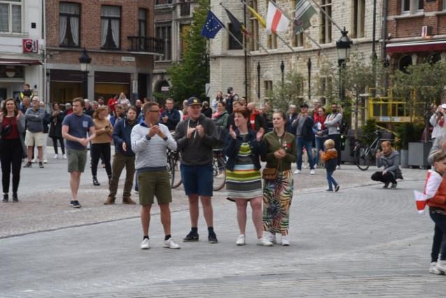 Ros Beiaard blijft op stal, maar mensen dansen samen op Grote Markt