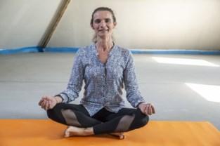 """Marleen bouwt eigen yogastudio boven fietsenwinkel van haar man: """"Je hoeft niet lenig te zijn om yoga te doen"""""""