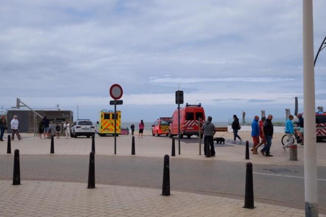 Politie, helikopter, reddingsboten ingezet voor grote zoekactie naar kitesurfer voor strand De Panne, maar enkel zeeboei gevonden