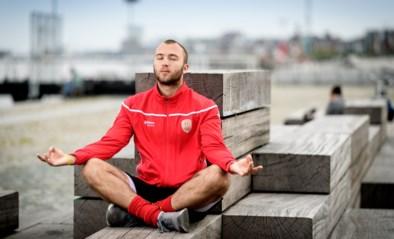 """Emmanuel Stockbroekx, de boeddha van de Red Lions: """"Als het aan tafel weer over seks en auto's gaat, trek ik snel naar mijn kamer"""""""