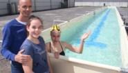 """Openwaterzwemmer maakt zwemstraten van speeltoestellen: """"Mijn hobby wordt nu mijn beroep"""""""