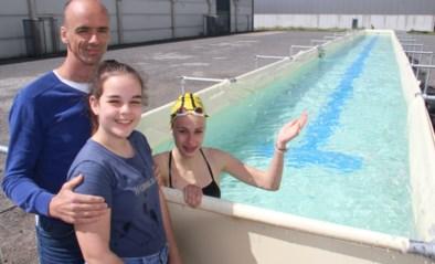 """Openwaterzwemmer maakt zwemstraten van speeltoestellen: """"Mijn hobby wordt mijn beroep"""""""