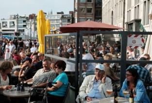 """Stad wil horeca extra ruimte geven om ook de terrassen 'coronaproof' te maken: """"Markt grotendeels verkeersluw maken"""""""