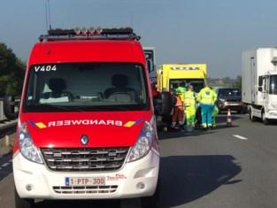 Wegenwerker in levensgevaar na arbeidsongeval op E40 in Nieuwpoort