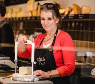 """Linda (56) verkoopt nu meer dan ooit: """"Ik wil niet triomfantelijk overkomen want dit gaat ten koste van de horeca en de marktkramers"""""""