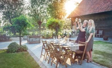 """Tafelke Thus laat je eten in je tuin in de sfeer van Marrakech of de Provence """"en alles netjes in je bubbel"""""""