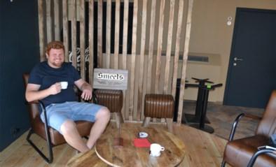 """Thijs (25) nam ontslag om een café te beginnen... en toen kwam corona: """"Mijn spaarcenten zijn op, gelukkig steunen mijn ouders me"""""""