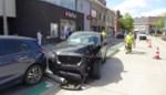 """Automobilist vergist zich van pedaal en richt ravage aan: """"Geen twee seconden gescheeld of ik was dood"""""""